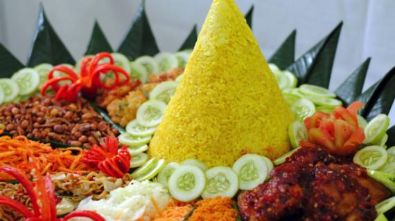 Ingin Nasi Kuning Terasa Gurih? Begini Caranya!